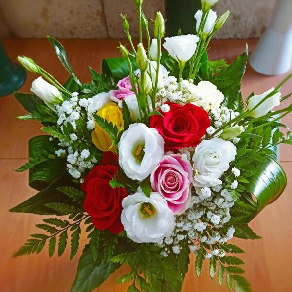 Bouquet Primavera Con Rose Rosse